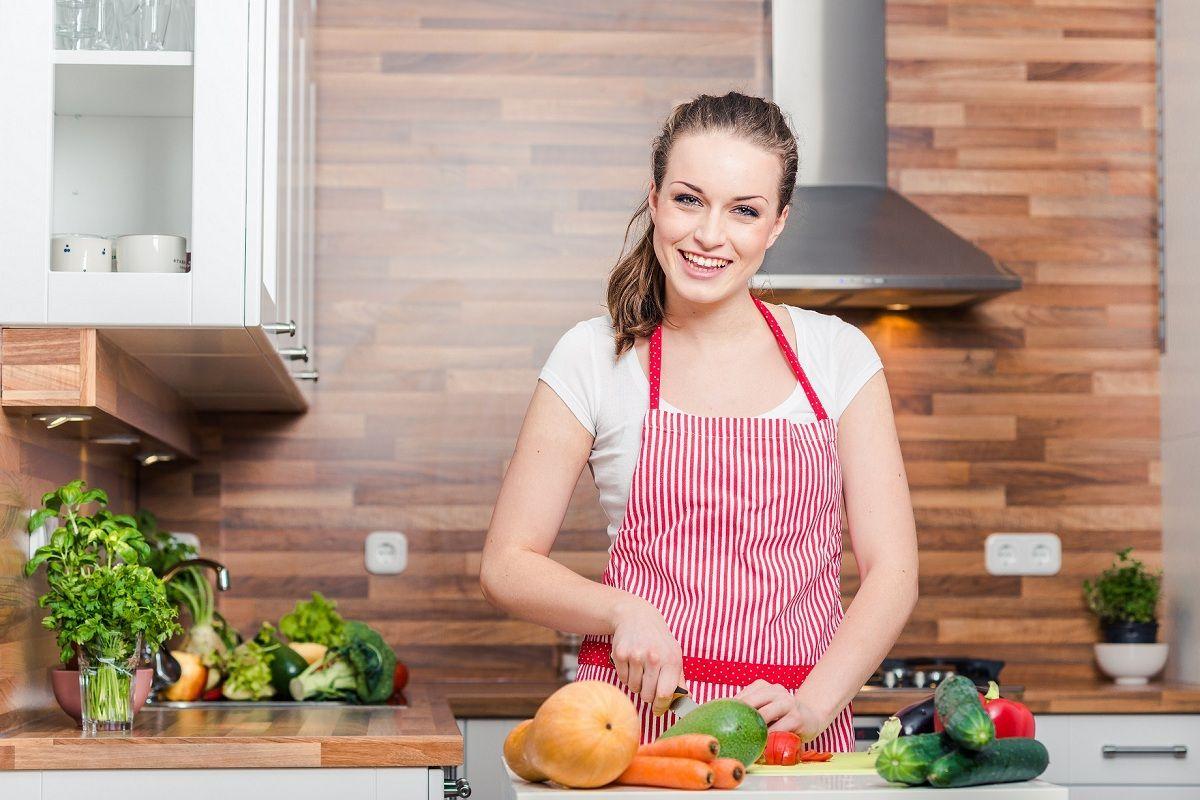 Фото: Девушка на кухне