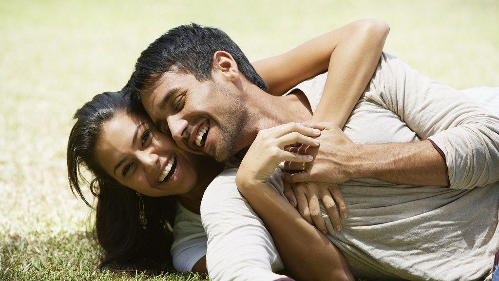 Фото: Счастливая улыбка влюбленной пары
