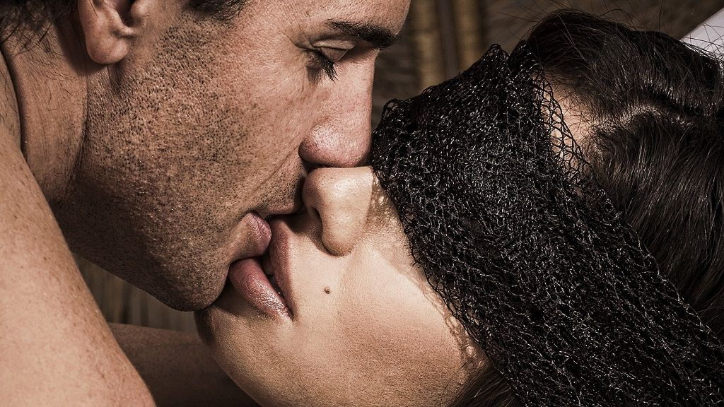 Фото: Невидимый поцелуй любовников