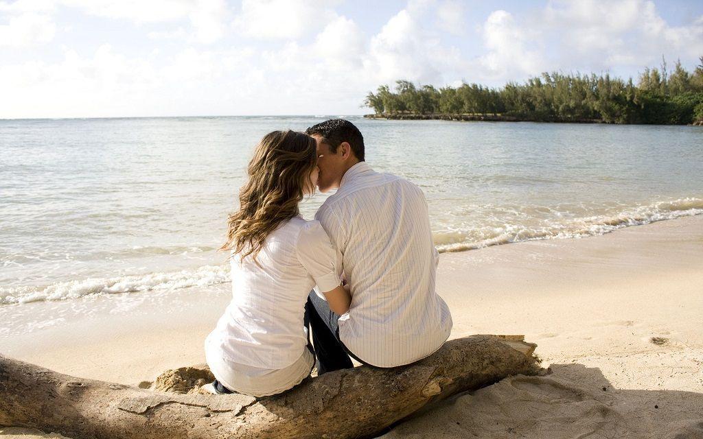 Фото: Поцелуй на берегу океана