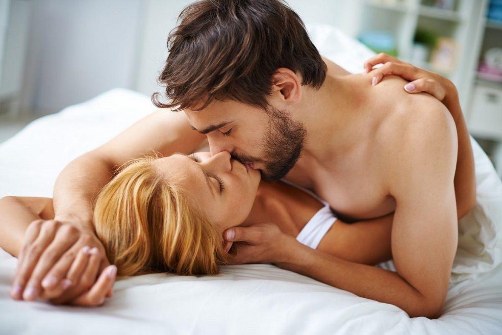 Фото: Постельная романтика влюбленных