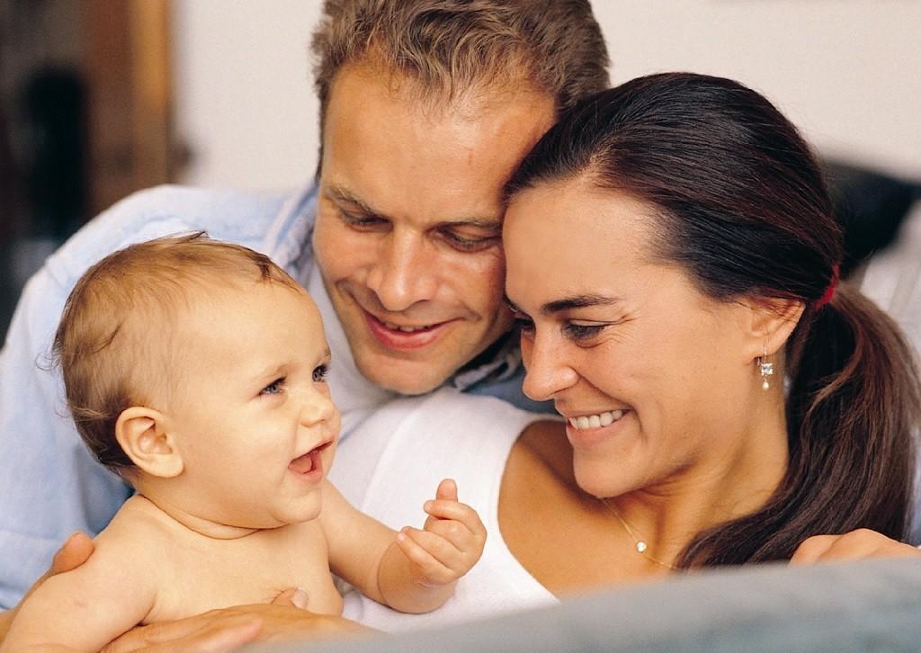 Фото: Счастливые мать и отец