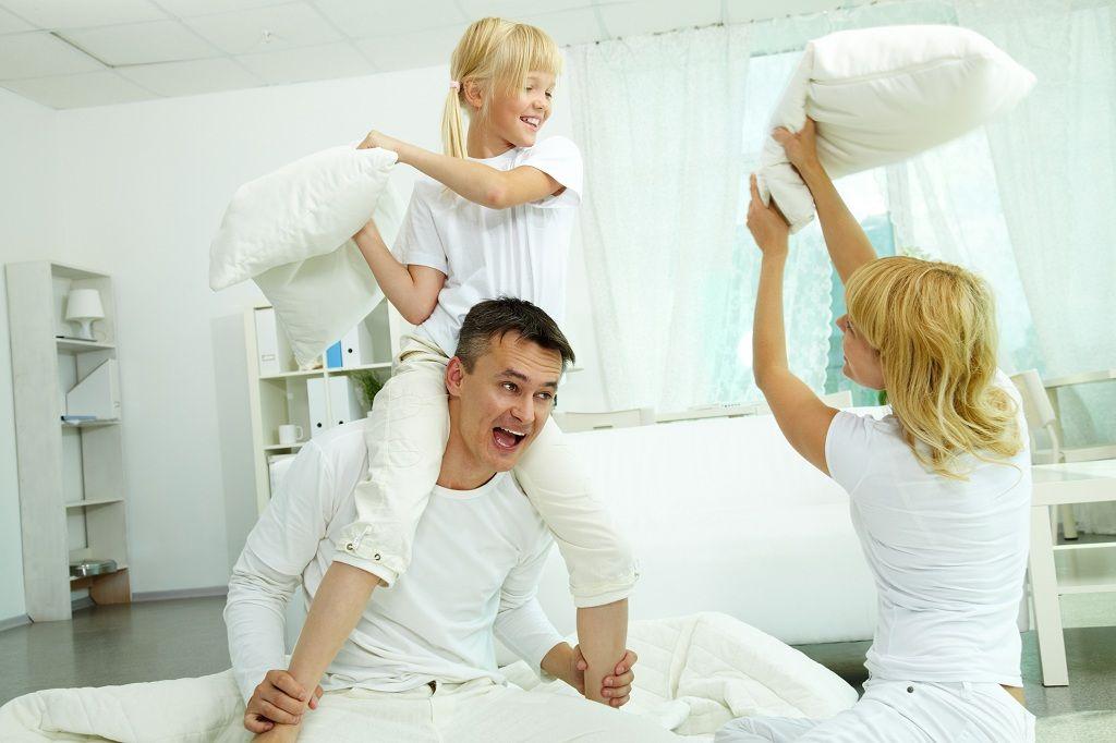 Фото: Счастливые родители и дети
