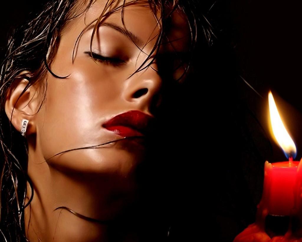 Фото: Мечтание под горящую свечу