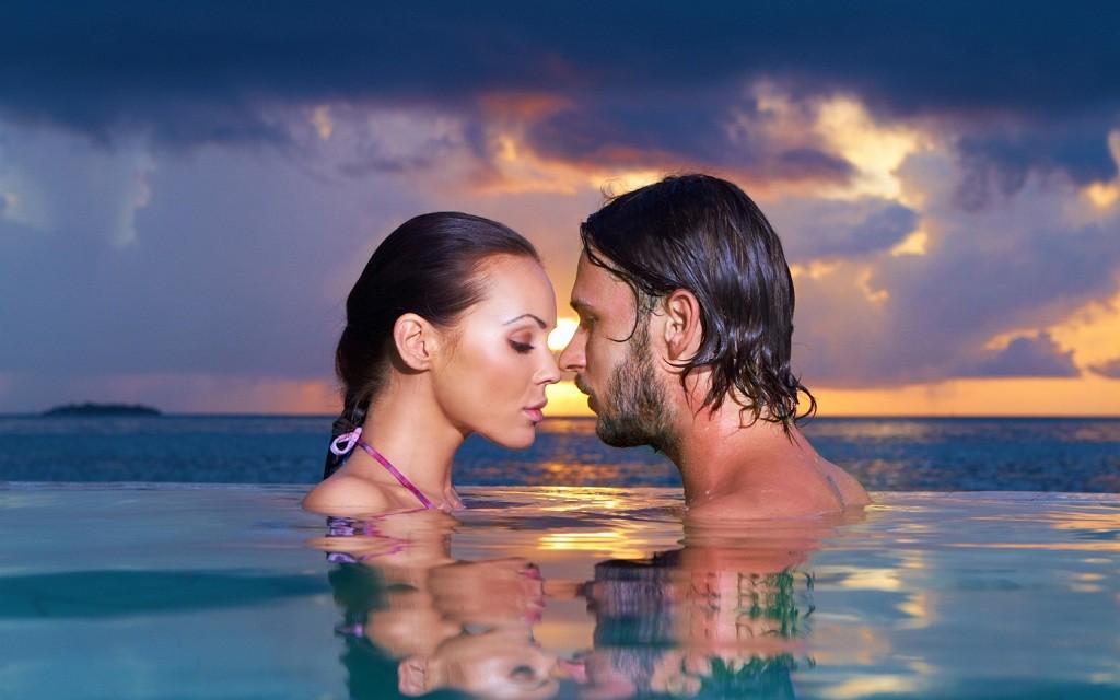 Фото: Романтическое купание влюбленных