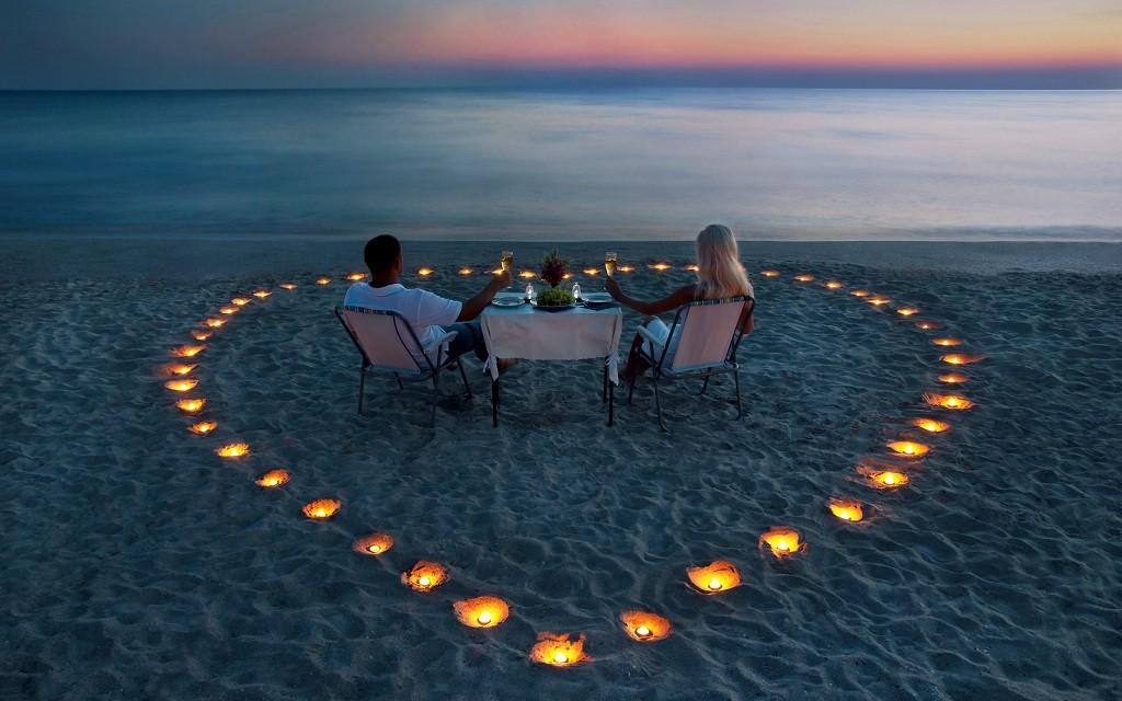 Фото: Ужин при свечах на берегу океана
