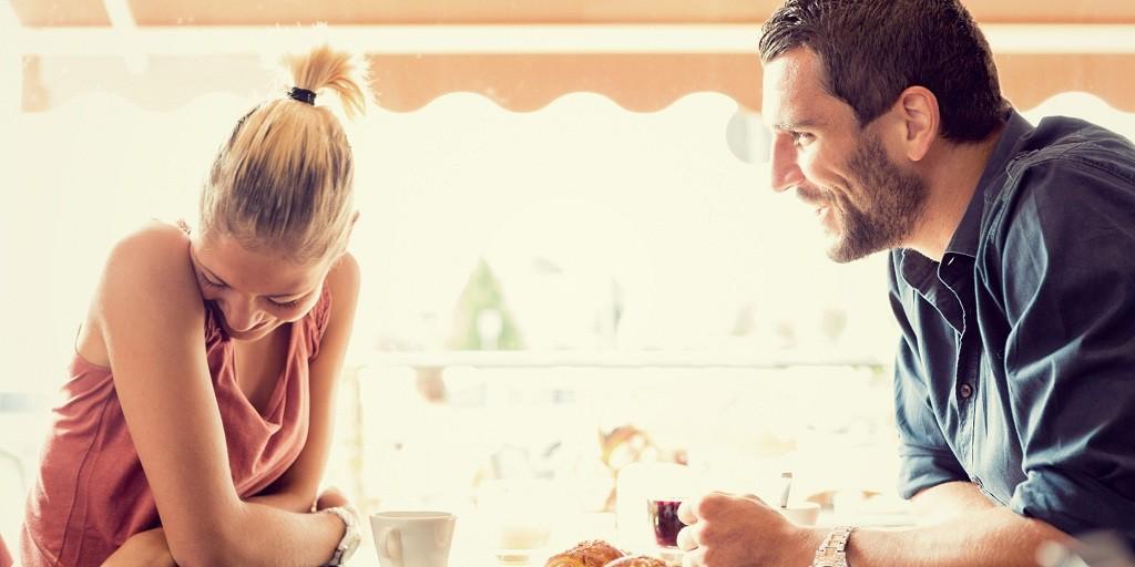 Фото: Веселый разговор влюбленных