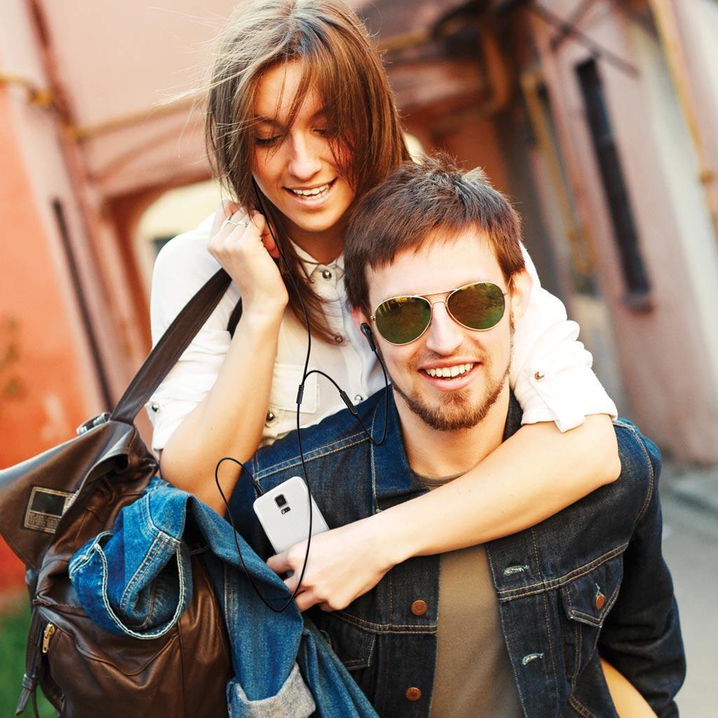 Фото: Влюбленные: парень и девушка