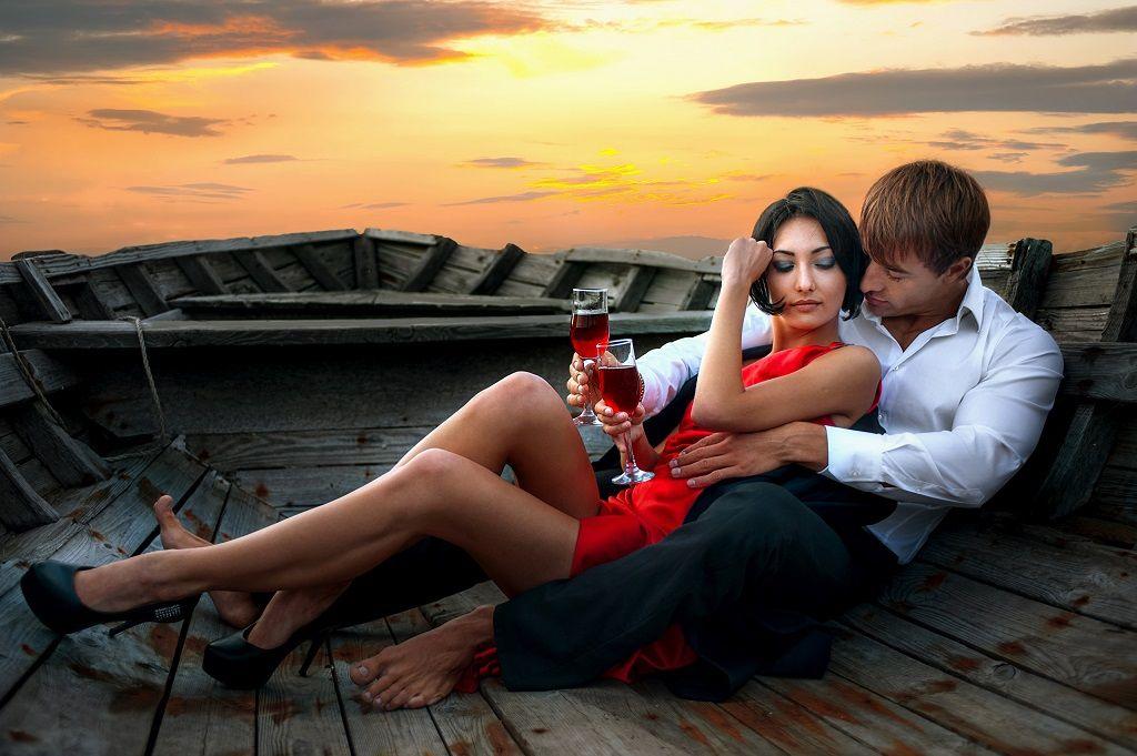 Фото: Романтическая встреча влюбленных