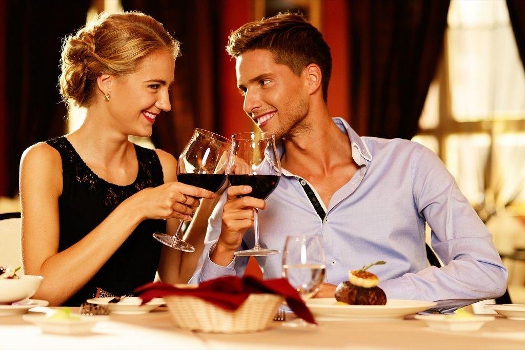 Фото: Романтический ужин молодоженов