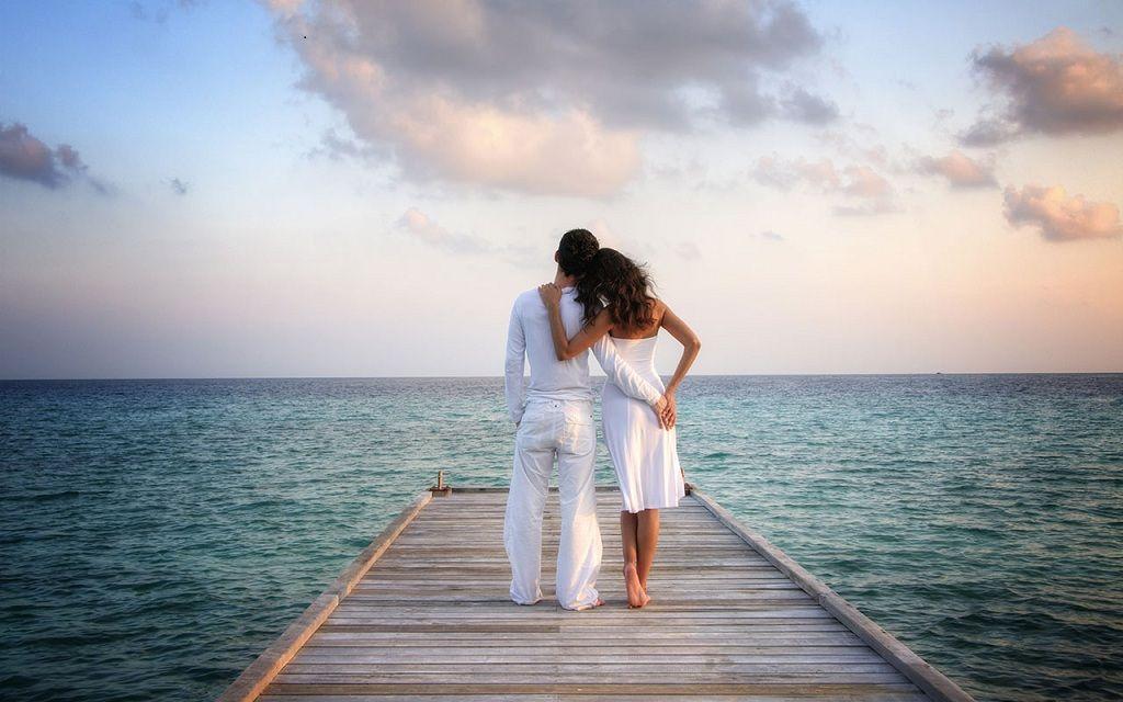 Фото: Счастливая пара на море