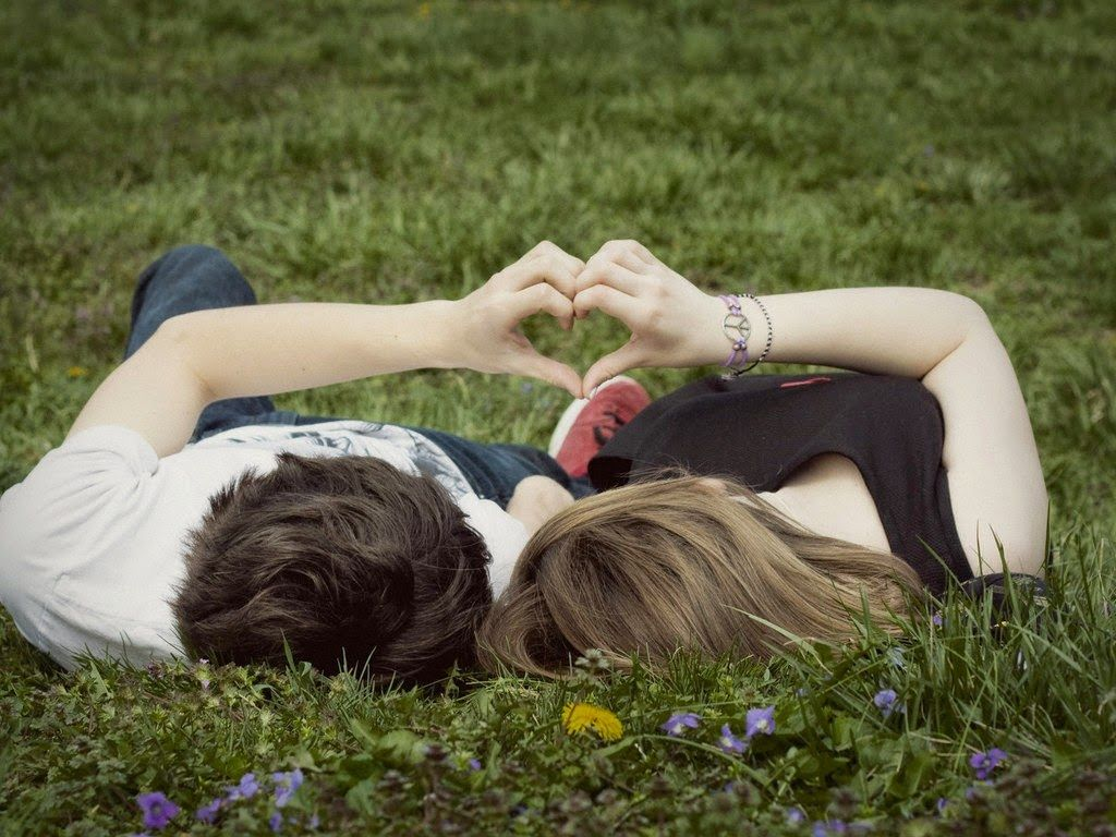 Фото: Сердце руками влюбленных