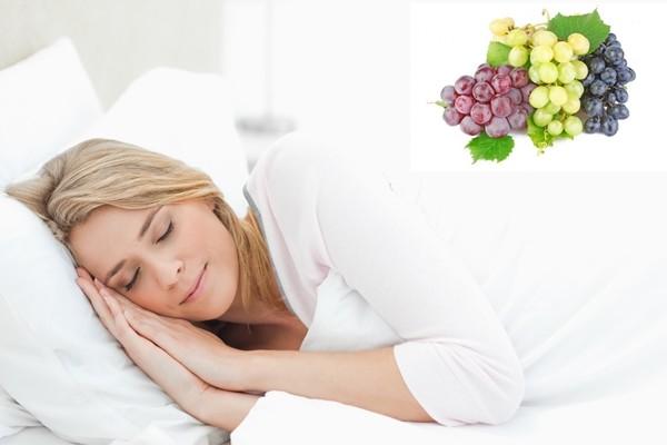 девушке снится виноград